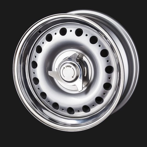 Alloy Wheels with Chrome Hubcaps for Classic Jaguar